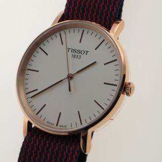 Montre TISSOT EVERYTIME QUARTZ, Or rose PVD, 6 mm mince, Sapphire Crystal