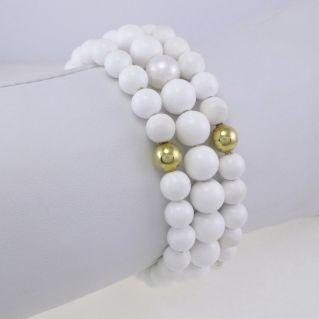 Pulsera NIMEI Esferas onix blancas, esferas doradas, perlas naturales de 10 mm