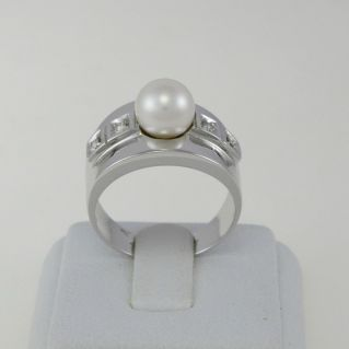 Ring with central natural Akoya pearl and side diamonds - 750 oro white gold