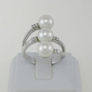 Ring NIMEI - Trilogy of cultivated natural pearls and diamonds, 750 Oro white gold