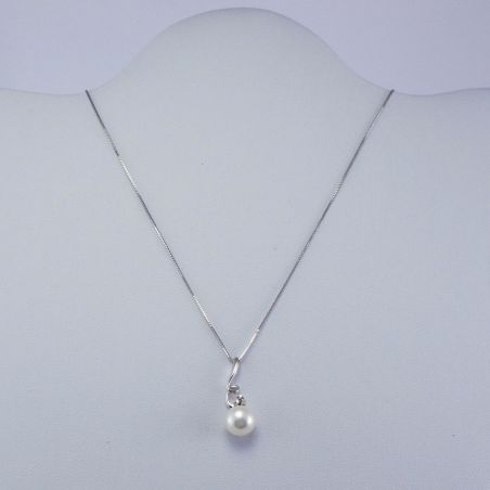 MILUNA Central Necklace with Natural Pearl and Diamonds - 750 ‰ Gold