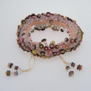 Handgewebtes Armband mit natürlichen Turmalinen in verschiedenen Farben