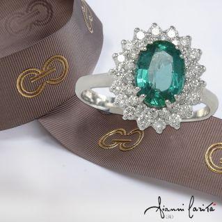 Anello GIANNI CARITA'- Smeraldo Ct 1,26 e Diamanti Ct 0,59 G - Oro bianco 18 Kt