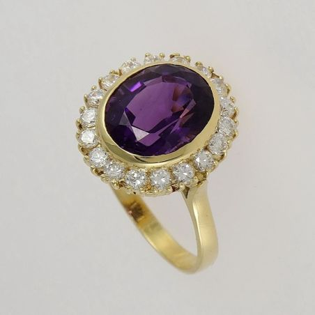 18 kt yellow gold ring with natural amethyst and zircons