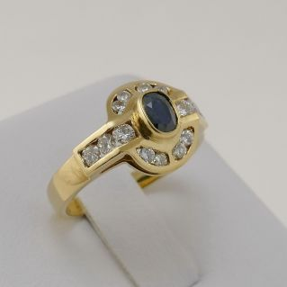 Ring with 0.50 Ct Central sapphire and 0.57 Ct diamonds at side - 18 Kt Gold