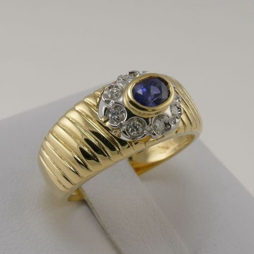 Ring with 0.38 Ct Central sapphire and 0.13 Ct diamonds at side - 18 Kt Gold