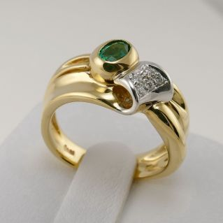 DAMIANI Ring - 0.26 Ct Central Emerald and 0.05 Ct side diamonds - 18 Kt Gold